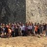 La consellera Dolors Bassa visita els joves que participen al camp de treball internacional del castell de Montsoriu amb motiu del 25è aniversari