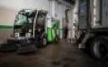 L'empresa Nora incorpora una màquina escombradora elèctrica per millorar el servei de neteja viària a Santa Coloma